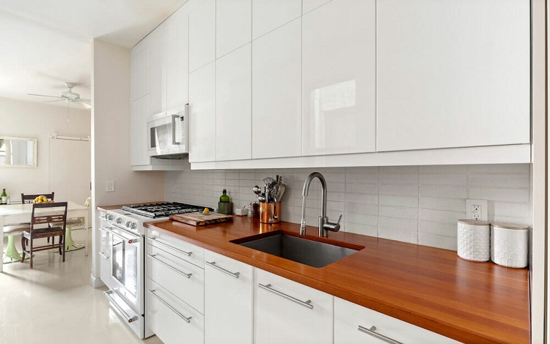 Decorate Your House With Solid Wood Kitchen Cabinets